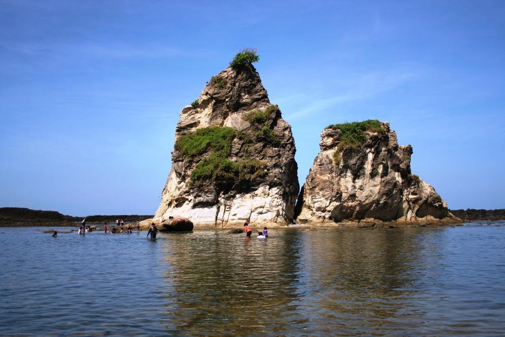 Pantai Tanjung Layar di Sawarna