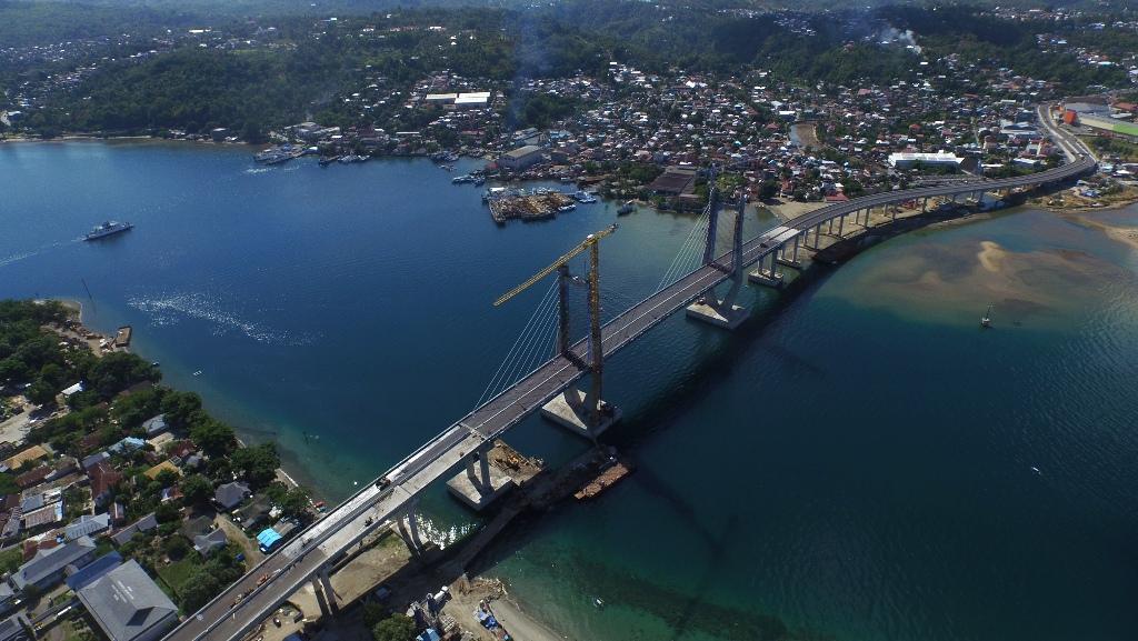 Jembatan Merah Putih di Ambon, Maluku