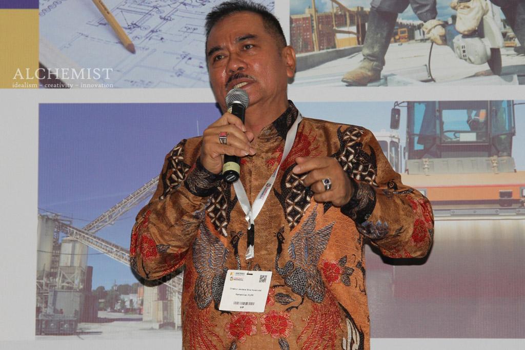 Dirjen Bina Konstruksi Kementerian Pekerjaan Umum dan Perumahan Rakyat Yusid Toyib sedang memberi paparan pada talkshow dalam acara Konstruksi Indonesia di Jakarta, Jumat 11 November 2016.