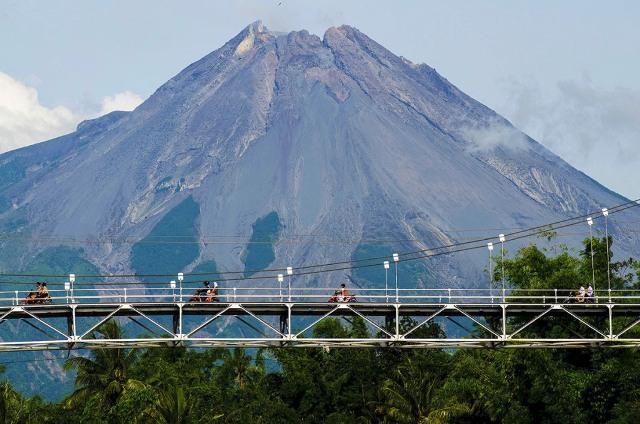 JUARA 1 Giri Wijayanto Melintasi Jembatan Gantung Tlatar Jateng