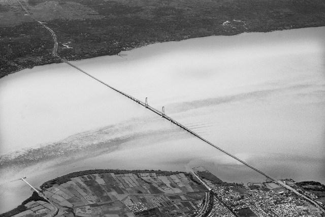JUARA 2 Agung N Wibowo Jembatan Suramadu Jatim