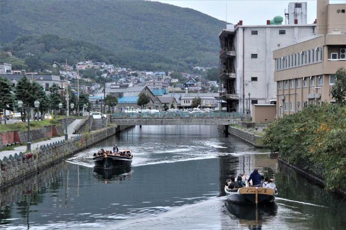 Alam yang dikembangkan dengan baik bisa menjadi potensi wisata yang sangat besar. Kanal Otaru itu seperti di Kawasan Kota Tua. Bedanya, air di Otaru bersih dan tidak berbau, sedangkan di Kota Tua airnya hitam dan berbau.