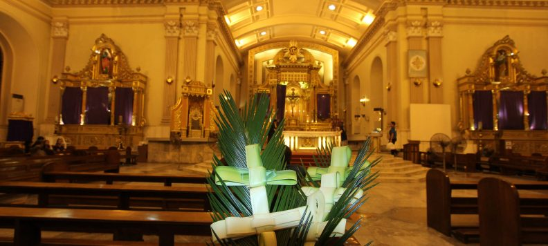 Merayakan Minggu Palma di Cebu Metropolitan Cathedral, Filipina, 8 April 2017.